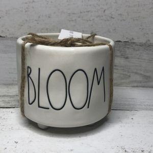 NEW Rae Dunn Flower Pot